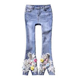 2019 jeans frauen gestickte blumen applikationen damen flare hosen mikro seltene jeans pailletten flare für frauen f29