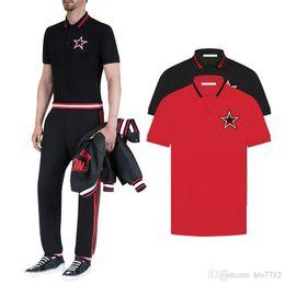 итальянские красные рубашки Скидка 2018 итальянский дизайнер черный жемчуг хлопок рубашки поло красный кружевной воротник украшение груди красный черно-белые звезды патч рубашки поло Мужская Po