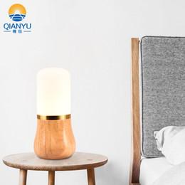 Coreano tabela decorações on-line-QIANYU Nordic minimalista criativo lâmpada de madeira original quarto cabeceira decoração Japonês e Coreano estudo de madeira maciça de carvalho candeeiro de mesa de vidro