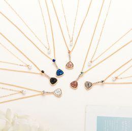 Petite breloque coeur en or en Ligne-Bijoux d'amitié femmes artificielles populaires petit romantique 6 couleurs coeur collier de charme en pierre avec chaîne en or