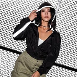 hoodie das listras brancas Desconto 2019 Mulheres Casaco Com Capuz Preto Branco Listra Thine Street Wear Cintura Alta Jaqueta Curta para a Menina Zipper