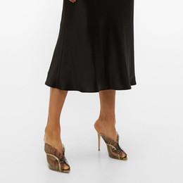 calcanhares Desconto Europeus e Americanos moda feminina sexy comércio exterior grande ouro couro de costura cinza PVC apontou Ruffle arrastar de salto alto