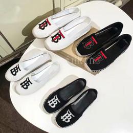 2019 Klasik Sandalet Lüks Espadrilles Balıkçı bayan Loafer'lar Deri Eğlence kadın Tasarımcı Ayakkabı düz shoes kız rahat ayakkabı 35-40 nereden telefonlar için halka tutacağı tedarikçiler