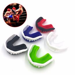 Lotta di scatola online-Paradenti in silicone Salvasigari in silicone Salvaschermo in gomma Pallone da basket Muay Thai Gym Fight Sport Safety Denti Protector