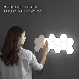 2019 luzes de passo modernas Lâmpadas Quantum Lamp Hexagonal Modular Sensitive Touch Lighting LED Night Light Magnetic hexágonos criativa decoração da parede Lampara