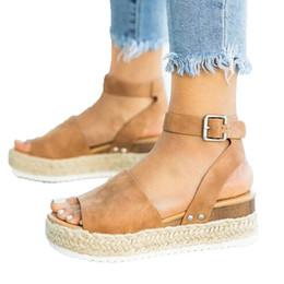 Abra as cunhas da correia do dedo do pé on-line-Mulheres casuais plataforma sandália sapatos de alta qualidade Sola De Borracha Cravejado Ankle Strap Cunha Aberta Toe senhoras sandálias