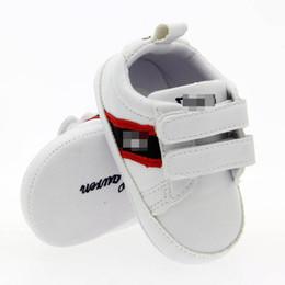 2019 мокасины повседневная обувь детская INS новые повседневные детские туфли детские туфли детские кроссовки малыша обувь кроссовки для новорожденных мокасины мягкие First Walker Shoe мальчики кроссовки A6919 дешево мокасины повседневная обувь детская