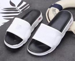 2019 flip flops bianchi all'ingrosso NUOVI all'ingrosso gomma antiscivolo Ciabatte Sandalo White Design Uomini con Classic di vibrazione di estate di formato flop 40-44 A20 sconti flip flops bianchi all'ingrosso