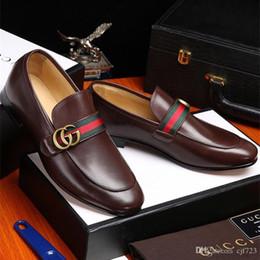 Vestidos de fiesta cómodos online-19ss marcas hechas a mano de los hombres zapatos de conducción de cuero genuino con cordones desgaste cómodos hombres visten los zapatos de la boda mocasines de los hombres