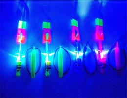 2019 tir à lame en gros Vente chaude Incroyable LED Lumière Arrow Rocket Hélicoptère Volant Jouet LED Lumière Flash Jouets bébé Jouets Party Fun Cadeau De Noël