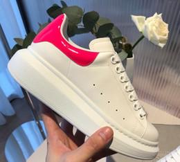 2019 vestidos bastante casuales 2019 Classic Designer Comfort Pretty Girl Zapatillas de deporte de mujer Zapatos de cuero casuales Colores sólidos Hombres Zapatillas de deporte para mujer Zapatillas de vestir vestidos bastante casuales baratos