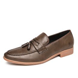 Simple elegant men shoes online-Neue Männer Tassel Loafers PU-Leder Elegante Schuhe elegantes Kleid Schuh Einfach Slip-on-Man Lässige Schuhe Große Größe 47 46