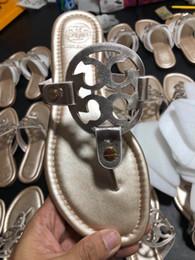 2019 scarpe di pantofole d'argento Pantaloncini Tory Fashion Estate Pantofole Donna T-strap Infradito Sandali Designers Cinturino con fibbia Lady Slides Scarpe da donna Oro Argento Mujer scarpe di pantofole d'argento economici