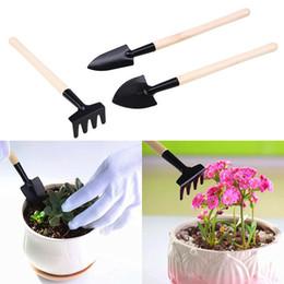 2019 piccoli bonsai 3pcs mini strumento da giardino piccola pala rastrello vanga in legno bonsai strumenti fiori piante in vaso set LLA235 piccoli bonsai economici