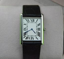 Serie Super Thin Top Moda Reloj de Cuarzo Hombres Mujeres Plata Dial Negro  Correa de Cuero Reloj de pulsera Rectangular clásico Vestido de diseño Reloj  546L 97e6178f9215