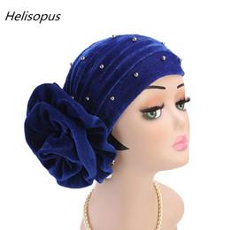 2019 mütze für muslimische frauen Helisopus Neue Frauen Perlen Samt Muslim Turban Headwear Cap Stirnband Große Blume Elastische Einfarbig Haarausfall Haarschmuck rabatt mütze für muslimische frauen