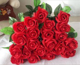 Fiori di rosa reale tocco online-Fiori rosa artificiali freschi Tocco reale Fiori rosa Decorazioni per la casa per la festa nuziale Compleanno festivo