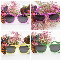 óculos de flamingo Desconto Verão Flamingo Óculos De Sol Havaiano Cocktail Tropical Hula Beach Ball Beer Party Glasses Dress Goggles Decor Várias Cores 3 6qt AA