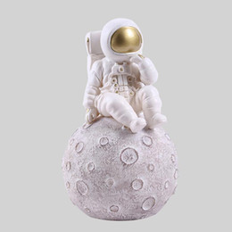 2019 grandes jarrones de cerámica Space Man Sculpture Astronaut Fashion Vase Rocket Aircraft Ornament Model Ceramic Material Cosmonaut Statue Shuttle Desk Decor