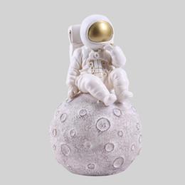 penna di incenso Sconti Space Man Scultura Astronauta Fashion Vase Rocket Aircraft Ornament Modello Ceramic Material Cosmonaut Statue Shuttle Desk Decor