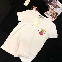 2020 a letra caçoa o tshirt Crianças designer de camiseta Meninos de luxo carta curto mangas meninas marca tops t-shirt de Verão pai-filho roupas de bebê infantil roupas de grife menino a letra caçoa o tshirt barato