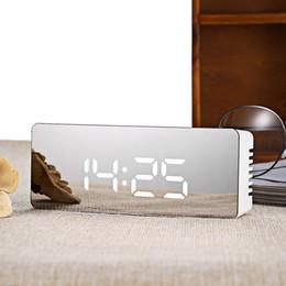 affichage du temps Promotion Sans bruit LED Mirror Clock Nouveau Multifonctionnel Affichage numérique Temps Température Night Light Alarm Clock Snooze émettant de la lumière