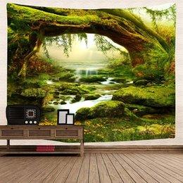 2019 tapices de dormitorio Bosque verde Colgante de pared Tapiz Naturaleza Árbol verde Selva Paisaje y arroyos Tapiz de pared misterioso para dormitorio Decoración de dormitorio rebajas tapices de dormitorio