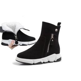 Zapatos de cuña de cuero nobuck online-RYVBA ante de las mujeres auténticas de las cuñas de cuero tobillo de los talones de invierno mujer botas para la nieve de las señoras calientes de pieles 2019 zapatos nubuck negro para las niñas T191101
