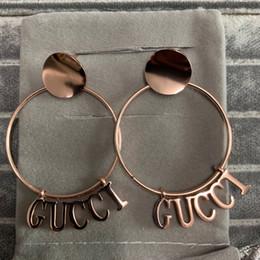 nuevas mujeres tops de moda de verano Rebajas Top nuevo diseño de marca de moda de lujo rosa de oro círculo negro letra cuelga el pendiente pendiente de la joyería para el regalo del partido del verano de las mujeres envío libre
