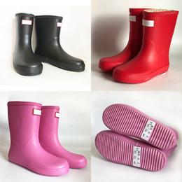 2019 scarponi rainboots Bambini H Lettera Stivali da pioggia Stivali da pioggia a metà polpaccio Impermeabili in gomma Scarpe da acqua all'aperto Ragazzi Ragazze Scarpe estive da pioggia 3 colori Nuovo A41306 scarponi rainboots economici