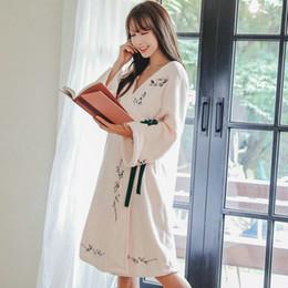 6d22a057a Inverno Novo Recomendado Japonês Kimono Roupão de Banho Robe Camurça  Bordado Noiva Robe Mulheres Lady Generoso Camisola Dama de Honra Robes