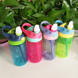 bounce cup Rabatt Mode Bounce Wasserflasche 4 Farben Hand Kunststoff Tragbare Kindertrinkbecher Mit Stroh Neugeborenen Babybecher 480 ml Umweltfreundliche 13gh E1