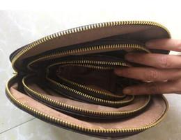 2020 дизайнер туалетной сумки 4 шт. / Компл. Женщины косметички известный макияж сумка дизайнер дорожная сумка макияж сумка дамы кошельки ключ сумка для туалетных принадлежностей 3 цвет дешево дизайнер туалетной сумки