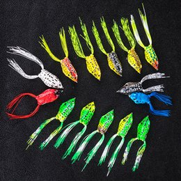 Iscas de peixe serpentinas on-line-Simulação De Borracha Macia Ray Frog Snakehead isca De Pesca 4.5 cm-6g 5 cm-8g 5.5 cm-13g cores aleatórias Sapo Lure gancho LJJZ651