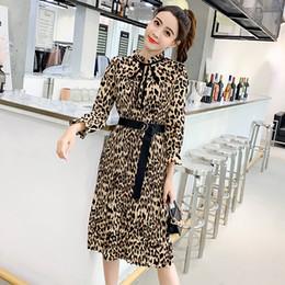 2019 стоял леопард Женщины старинные леопарда платье дамы повседневная стенд воротник пояса середины икры платья 2019 Весна женские платья партии дешево стоял леопард