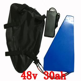 48V triangle batterie au lithium 48V 30AH utiliser Samsung cellule 48V 30AH 1000W batterie de scooter de vélo électrique avec 54.6V 2A chargeur + sac ? partir de fabricateur