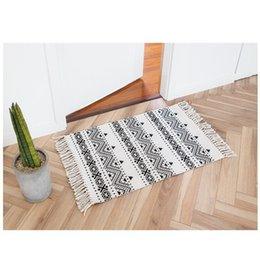 Tapete de algodão tecido on-line-Nórdico Algodão Tecido Tapete Borlas Quarto Tapete Colcha Tapete Simples Modern Ruuners Mesa de cozinha Mat Decoração de Casa