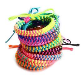 Tessuto arcobaleno online-Colorful Rainbow corda braccialetto Handmade tessuto intrecciato di amicizia del braccialetto dei braccialetti della Boemia della spiaggia per i monili del regalo delle donne