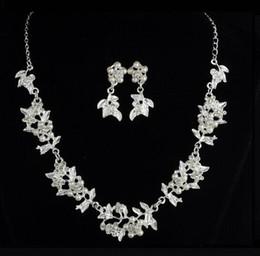 Hot Style européenne et américaine nouvelle décoration de mariage mariée en gros deux pièces ensemble perle feuille collier boucles d'oreilles bijoux classe de mode ? partir de fabricateur