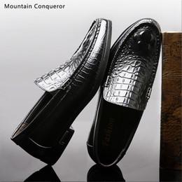 2019 sapatos casuais crocodilo para homens Conquistador da montanha Clássico Dos Homens Sapatos Casuais Mocassins Sapatos Masculinos Qualidade Dividir Flats de Couro Crocodilo Padrão Motorista desconto sapatos casuais crocodilo para homens