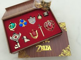 boîte à arme Promotion egend de zelda The Legend of Zelda Triforce Hylian Bouclier Épée de Maître Keychain Collier Pendentif Armes Porte-clefs Collection Box Cospla ...