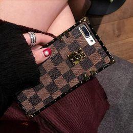 2019 una parte posteriore della tasca Famose custodie per telefoni di lusso a forma di cover di design per iPhone X XR XS Max 8 7 6 6s Plus S9 S10 Note9 Soft Shell Skin Hull + String GSZ508