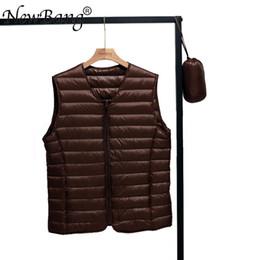 2019 v giubbotto collo per gli uomini NewNewBang Spring Couples V-Neck Man's Ultra Light Down Vest Cerniera Gilet Warm Liner Vest Portable sconti v giubbotto collo per gli uomini