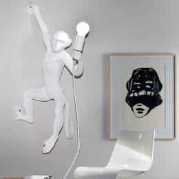 luces de la noche del pasillo moderno Rebajas Lámparas de pared modernas de mono de oro blanco negro Moda simple arte Réplicas nórdicas Resina Seletti Lámpara colgante de mono