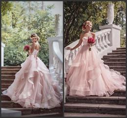 2019 vestidos de noiva 2019 Romântico Blush vestido de Baile Vestidos de Casamento Ruffles Organza Beads Lace Querida Pescoço Sash Country Ao Ar Livre Vestidos de Noiva Do Casamento Plus Size vestidos de noiva barato