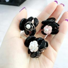 Ragazza dei modelli coreani online-Ragazza coreana semplice Mini fiore Camellia perla imitazione capelli corti modello moda