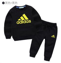 Nuovi marchi firmati Baby Autumn Clothes Set Kids Boy Girl Felpa con cappuccio manica lunga Top + Pantaloni 2 pezzi Abiti Moda Tute Abiti da