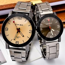женщины смотрят черный металл Скидка новые унисекс любители пара часы мода мужские женщины сплав металлический черный простые цифры платье часы мужской женский кварцевые часы