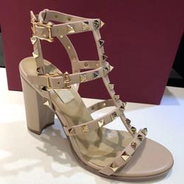 Top Qualität 2019 Luxus Designer Stil Lackleder Thrill Heels Frauen einzigartige Buchstaben Sandalen Kleid Hochzeit Schuhe Sexy Schuhe 35-41 von Fabrikanten