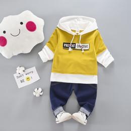 jeans dei bambini di modo Sconti 2018 New Autumn Fashion Childrens Baby Boys / vestiti delle ragazze Suit neonato in cotone giacca con cappuccio + jeans pantaloni 2pcs imposta vestiti del bambino